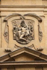 Santa Trinita facade particular